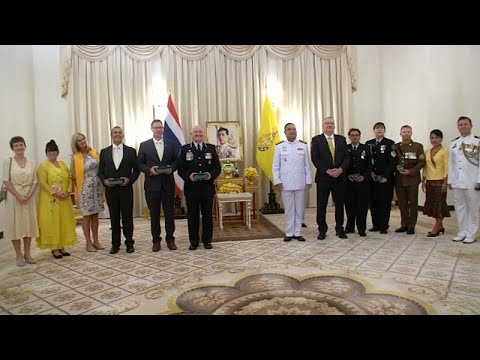 شاهد: ملك تايلاند يكرم غواصين أستراليين شاركا في إنقاذ فتية الكهف …  - نشر قبل 8 ساعة