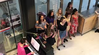 "H!T Harmony Theaterschool Almere zingt ""Satisfied"""