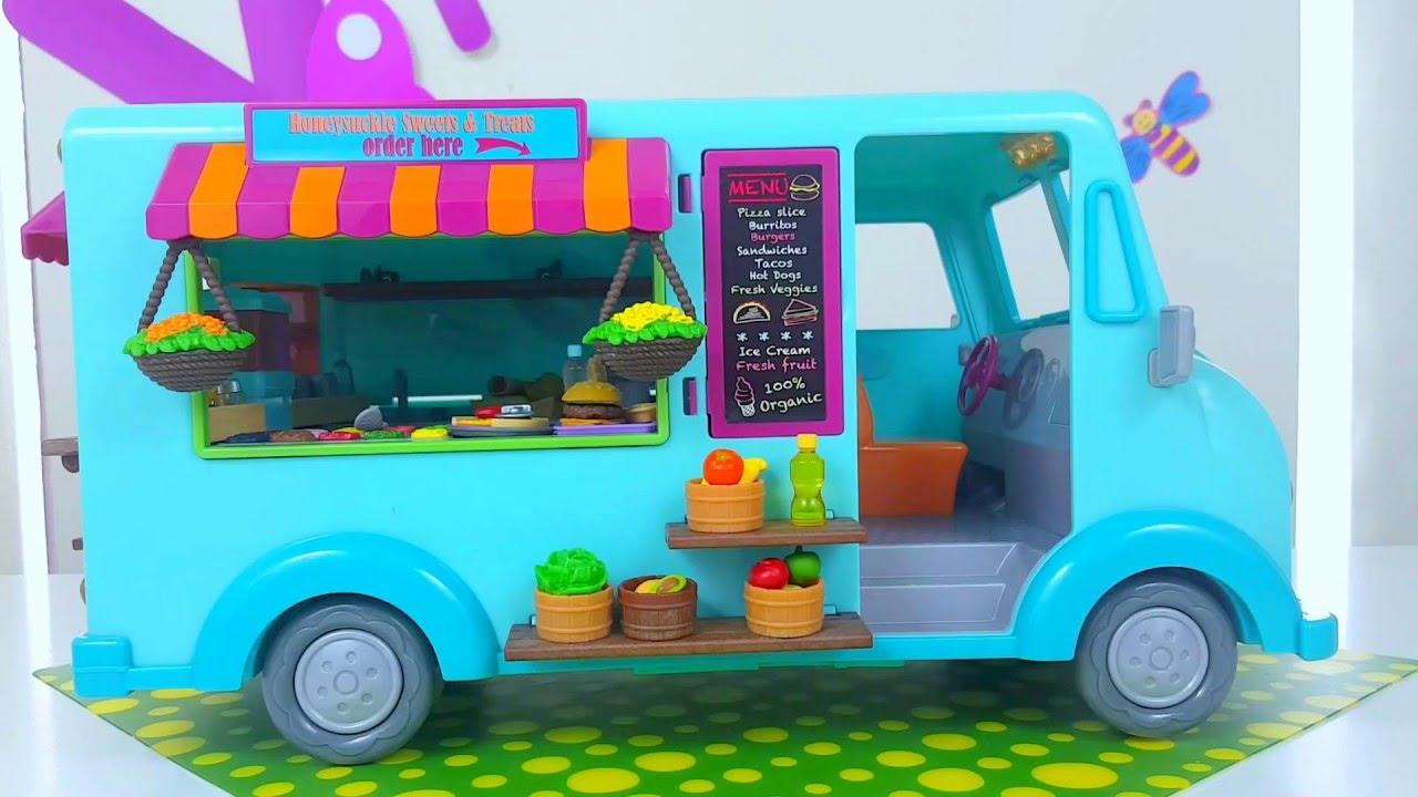 Чаще всего она закреплена на проволочном каркасе, и сквозь сетчатый материал легко можно обнаружить необходимую на данный момент игрушку. Всегда нравится детям и подвесная корзина для игрушек, купить которую можно в любом цветовом оттенке. Стильно выглядят и ротанговые версии.