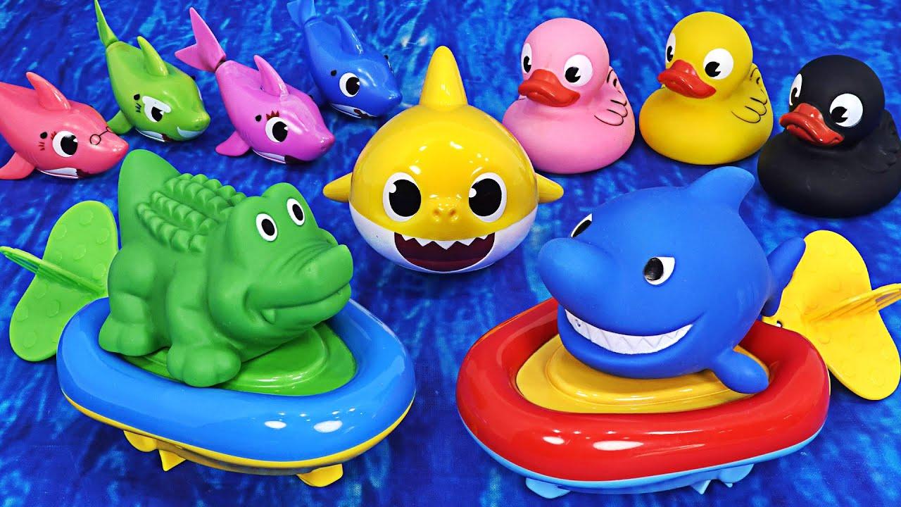 बच्चे शार्क के साथ खेलते हैं, एक ट्यूब में सवारी करते हैं और पानी में खेलते हैं ~