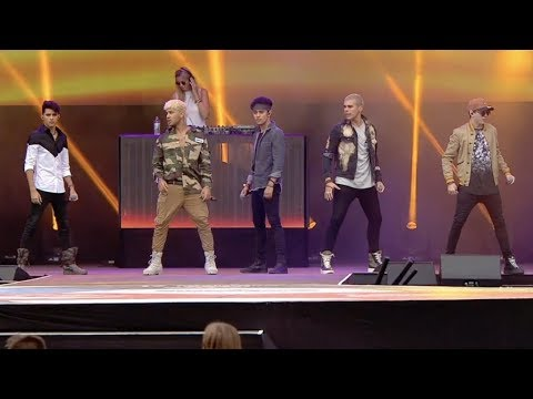 CNCO - Se Vuelve Loca (Live from Norway Cup 2018)