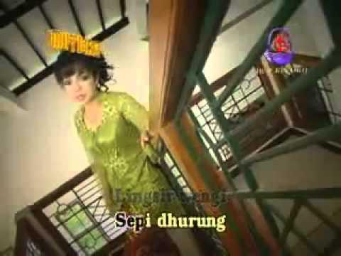 YouTube - Lingsir wengi (Vivi) Campur Sari.flv