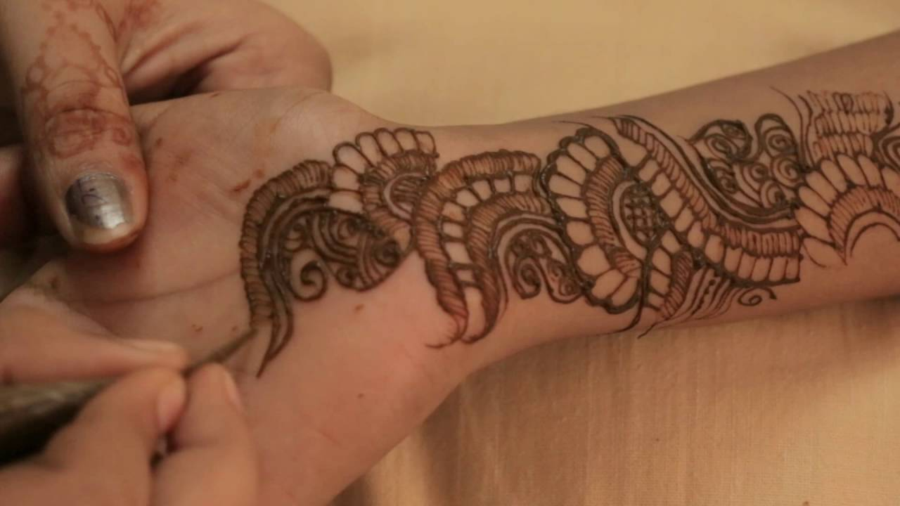 aage haath ka mehndi design