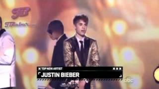"Justin Bieber recebendo o prêmio ""Top New Artist"" no Billboard Music Awards 2011 [LEGENDADO]"