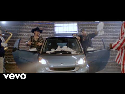 Смотреть клип Brantley Gilbert Ft. Toby Keith, Hardy - The Worst Country Song Of All Time