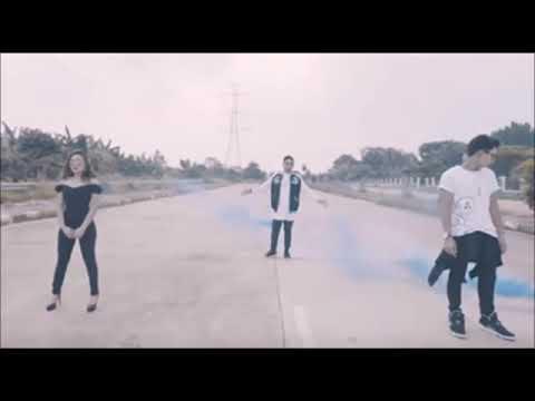 Panjat Sosial ft Roy Ricardo, Awkarin, Gaga (Official Lirik)