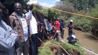 Police in Eldoret retrieve a decomposing body at river Sosiani