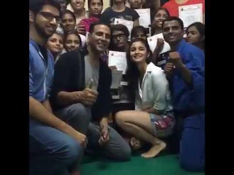 Actor Akshay Kumar LIVE with Alia Bhatt | LIVE DEMO - Women's Self Defense