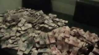 Обыск. Найдено 140 000 000 рублей.