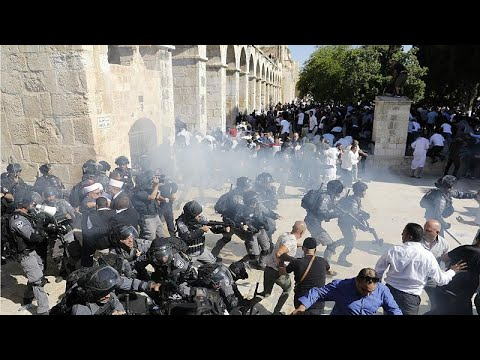 اشتباكات بين الشرطة الإسرائيلية والمصلين في باحة المسجد الأقصى في أول أيام عيد الأضحى…  - 11:54-2019 / 8 / 11