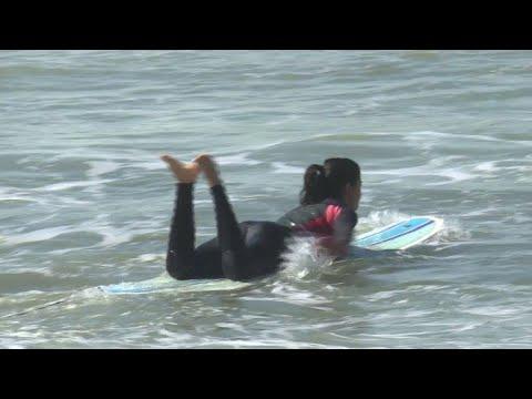 Surfeuses à Rabat: petites vagues et grands préjugés