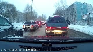 Вологда, уаз по тротуару и 14-ая на красный