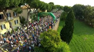 Rimini Marathon 2014 -  Emozioni dall'alto dei cieli! Drone Video(2 giorni di emozioni riprese dall'alto col Drone di Nanni Walter Il villaggio, la partenza e l'arrivo sotto l'Arco d'Augusto di Rimini! Momenti spettacolari per chi ha ..., 2014-05-18T14:22:22.000Z)