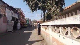 2016. Вот так живут люди в Индии. Простая улица рядом с ашрамом. Пранаяма с Доктор Перч(Перч вернулся в Индор. Практическая пранаяма и асаны для любого уровня от профессора йоги, врача и шиваита...., 2016-02-08T03:30:00.000Z)