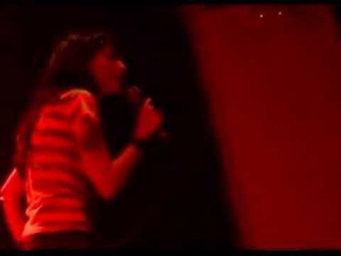"Monica Texaco canta ""Mercedes Benz"" en Anti-Karaoke Madrid"