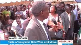 Taata w'omuyimbi Bobi Wine aziikiddwa thumbnail