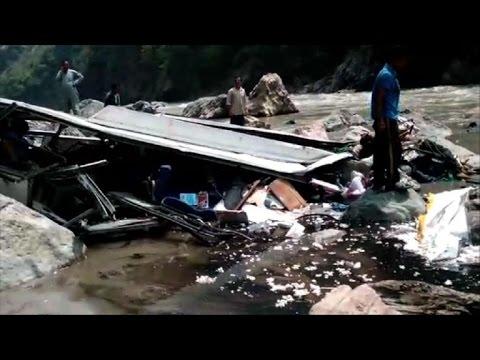 Accidente de autocar deja al menos 44 muertos en India