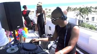 Darren Holland Vs GrooveJunkies - Baldeelox - WMC 2012