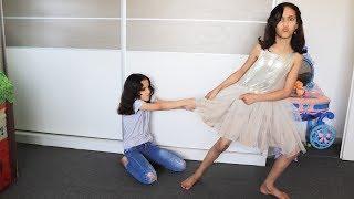 الاختان يريدان نفس الفستان !!!