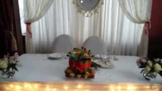Оформление свадьбы тканями и цветами. Стол с подсветкой и кружевом.