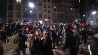Milano, drink e musica: l'aperitivo prima della zona arancione diventa un rave in strada