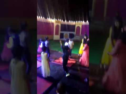 Piche Hoja Soniye Sadi Rail Gaddi Song,dance Party