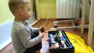 Домашний мастер(Прибиваем панель на кухне, Росту 2.3., 2014-12-21T10:03:35.000Z)