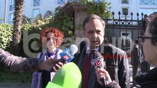 Repeat youtube video Fleckenstein: Nuk negocioj për kërkesat e opozitës