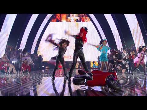 Britney Spears - Mtv VMA 2011 Tribute Accepting Michael Jackson Award