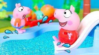 Peppa Pig va a la Piscina 💦❤️ Peppa y sus amigos se divierten en el tobogán de agua