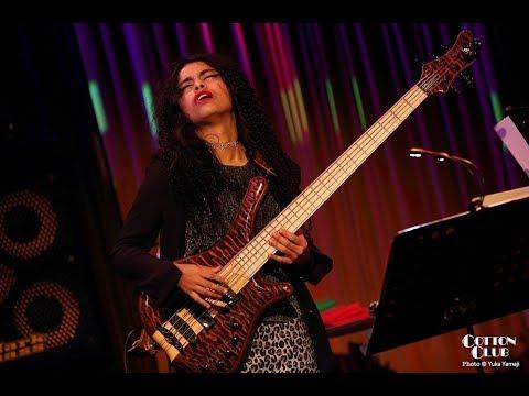 Mohini Dey w. Guthrie Govan (bass solo in Sevens) Tokyo Cotton Club 201703052CH FOH