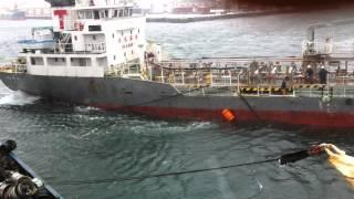 Японское судно врезалось, и зацепило якорь г.Отару