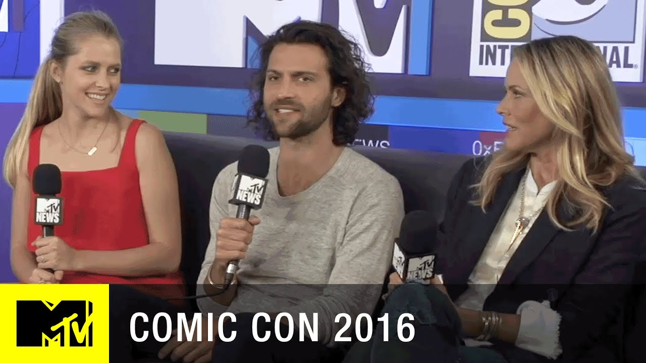 The Cast of Lights Out, Scariest Movie This Year | Comic Con 2016 | MTV