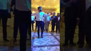 Цыган танцует венгерку на свадьбе