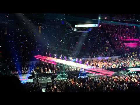 Taylor Swift Shake It Off Live - Edmonton August 4th 2015