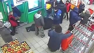 Сотрудники «Пятёрочки» скрутили похитителя продуктов