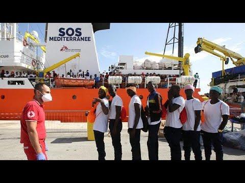Hundreds of migrants disembark at Sicilian...