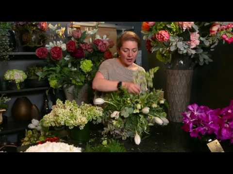 Creating a beautiful table arrangement by London Flower School - Galton Flowers