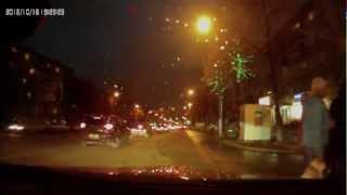 Видео ДТП в Челябинске. Honda CRV получила в бочину.(Свежие подборки видео аварий с видеорегистраторов на сайте http://videosdtp.ru Подпишитесь на наш канал! Мы на..., 2012-10-18T07:46:03.000Z)