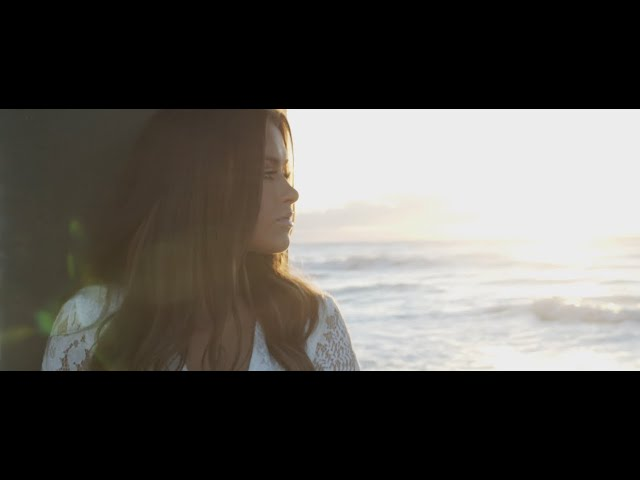 """Dariann Leigh Makes Waves with """"10,000 Miles"""" Music Video"""
