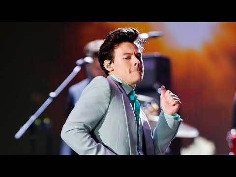 Harry Styles Dances & SLAYS 2017 Victoria's Secret Fashion Show