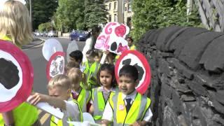 Giant Walking Bus 2014 - Huddersfield Grammar march for slower roads