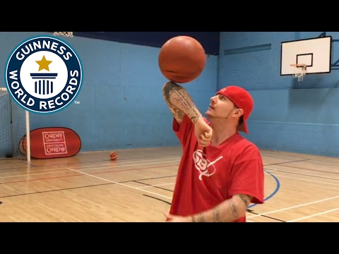 """Tom """"Conman"""" Connors breaks basketball records - Guinness World Records"""