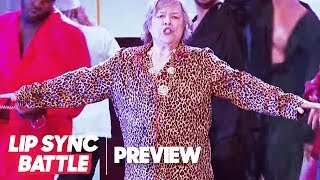 "Kathy Bates Slides Into ""That's What I Like"" by Bruno Mars 