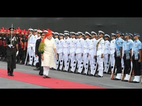 PM Modi inspecting the Guard of Honour at Red Fort on 68th Independence Day