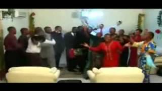 Jean Mbaya chante Acceuil Célèste.flv