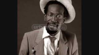Gregory Isaacs - Love Me With Feeling