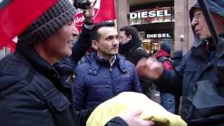 Partido Comunista de Milán recibe bandera de Venezuela