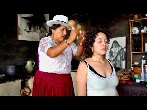 Doña Rosa does a Limpia Espiritual (Spiritual Cleansing, 영적 정화) and ASMR Massage with neck cracking