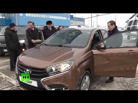 Дмитрий Медведев провел тест-драйв Lada XRay